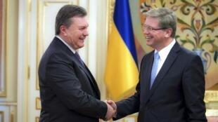 Виктор Янукович и Еврокомиссар Штефан Фюле в Киеве 19/11/2013