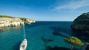 Malgré son eau claire, l'eau des îles Baléares fait aussi face au fléau des micro et nanoplastiques.