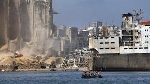 Le porte-hélicoptère français Tonnerre, dans le port de Beyrouth, samedi 15 août 2020.