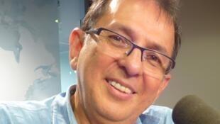Jorge Rojas Rodríguez en los estudios de RFI