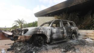 Exterior do consulado norte-americano em Benghazi, na Líbia após o ataque que matou o embaixador Chris Stevens.