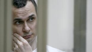 Oleg Sentsov derrière les barreaux de sa prison de Labytnangui.