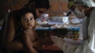 در برزیل طی ۲۴ ساعت گذشتهشمار مبتلایان به کرونا ۴۱ هزار نفر افزایش یافته است. مجموع مبتلایان در این کشور هم اکنون به یک میلیون و ۱۹۲ هزار نفر افزایش یافته است. در این کشور تا امروز جمعه ۲۶ ژوئن نزدیک به ۵۵ هزار نفر جان خود را بر اثر ابتلا به کرونا از دست دادهاند.