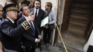 Manuel Valls aux côtés du préfet de Corse-du-Sud, à Ajaccio, le 15 novembre 2012.