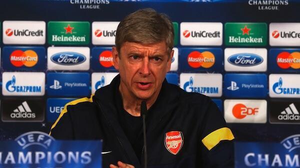 Kocha Mkuu wa Arsenal Arsene Wenger akizungumza na wanahabari na kutoa onyo kwa wachezaji wake kabla ya mchezo dhidi ya Napoli