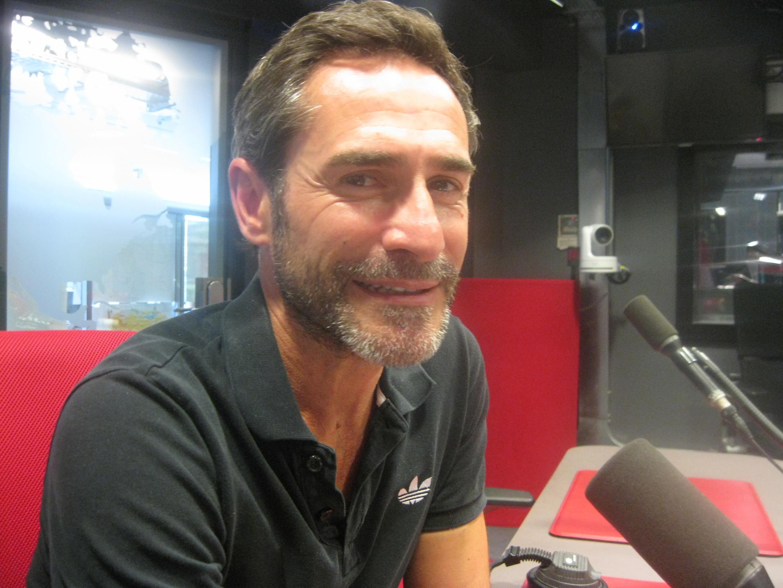 Daniel San Pedro en los estudios de RFI.