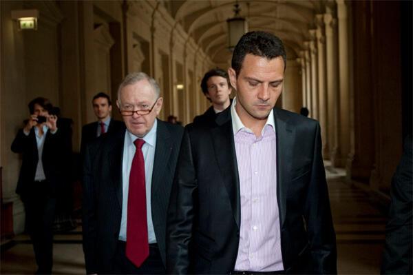 Jérôme Kerviel (R) arrives in court in Paris. Société Générale blames the former trader for the loss of 4.9 billion euros
