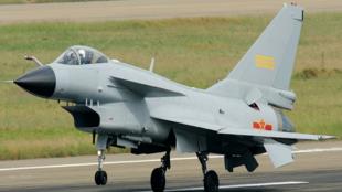 2018珠海空展,配备推力矢量的歼-10B将首次亮相。图为早前在空展中亮相的歼-10B战斗机