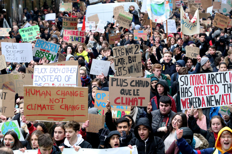 Học sinh, sinh viên bãi khóa, biểu tình để yêu cầu chính phủ hành động khẩn cấp hạn chế biến đổi khí hậu, Bruxelles, 24/02/2019.