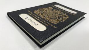 O passaporte azul, um dos novos emblemas da soberania britânica pós-Brexit, deverá ser fabricado em 2019 por uma empresa francesa.