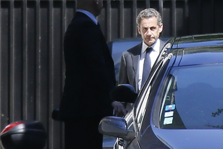 Николя Саркози у своего парижского дома 02/07/2014
