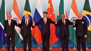金磚五國領導人9月4日在廈門峰會上聯手合照