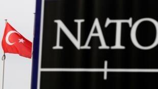 Совет НАТО выразил солидарность с Турцией и соболезнование в связи с гибелью 33 солдат от бомбардировок в Сирии.