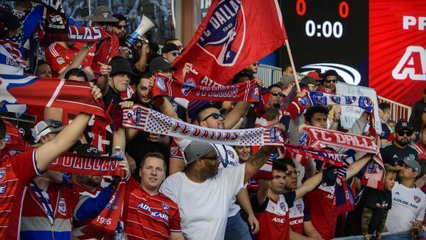 Cổ động viên đến với bóng đá Mỹ ngày càng đông.