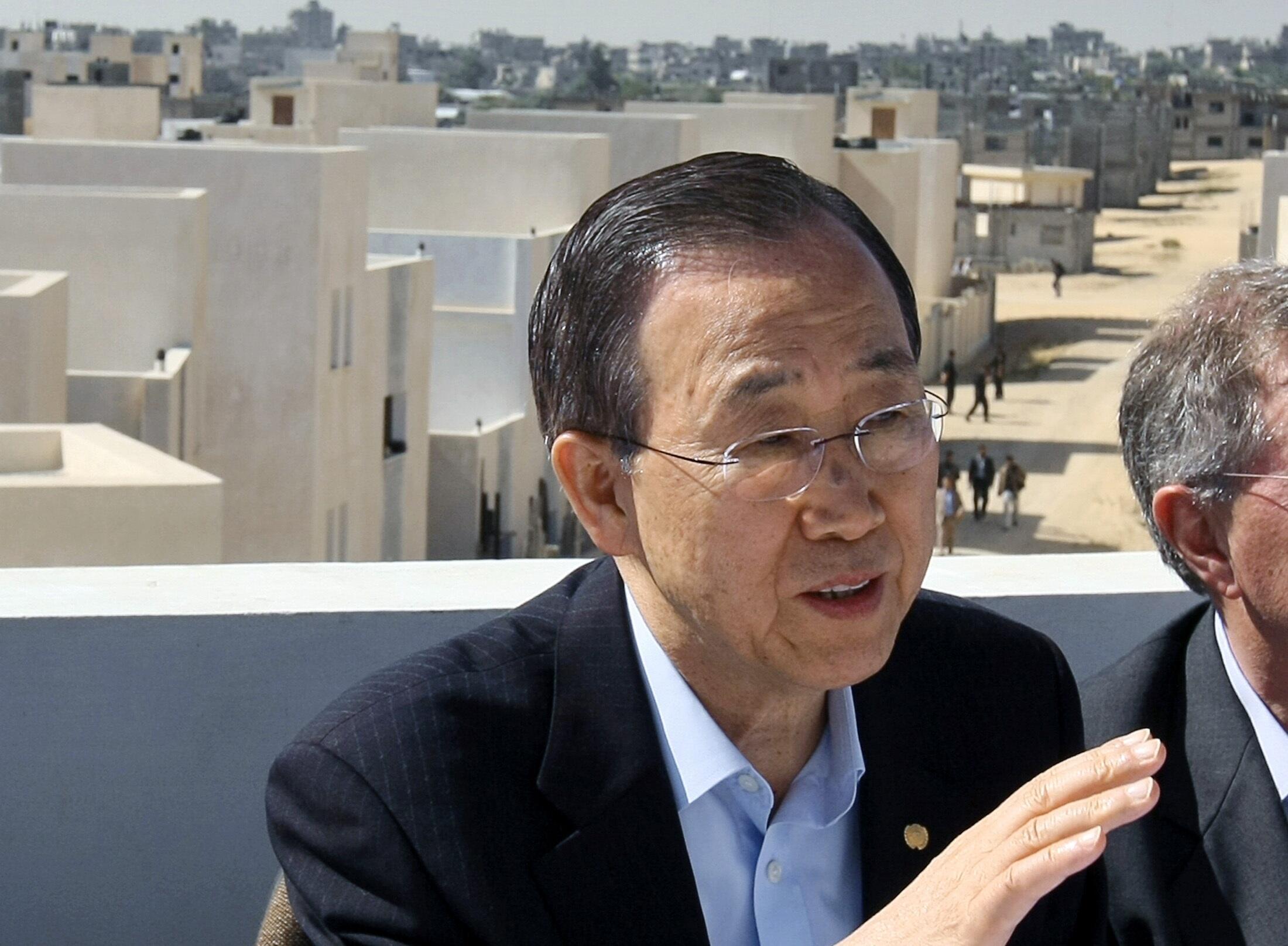 Tổng thư ký LHQ Ban Ki Moon nói chuyện với các nhà báo tại dải Gaza, ngày 21/03/2010