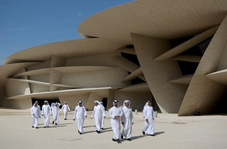 O prédio de 52.000 m² é fomado por mais de 500 pétalas gigantes.