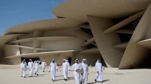 Prédio de 52.000 m² do Museu Nacional do Catar é fomado por mais de 500 pétalas gigantes.