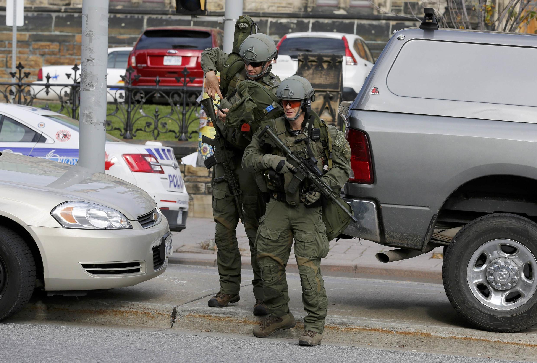 Lực lượng đặc nhiệm Canada được triển khai xung quanh nhà Quốc hội tại Ottawa, ngày 22/10/2014 sau vụ tấn công khủng bố.