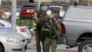 Les forces spéciales canadiennes ont été déployées autour du Parlement d'Ottawa, mercredi 22 octobre 2014, pour traquer le ou les auteurs d'une fusillade.