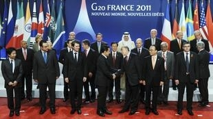 Николя Саркози приветствует министров финансов стран G20, Канны, 4 ноября 2011