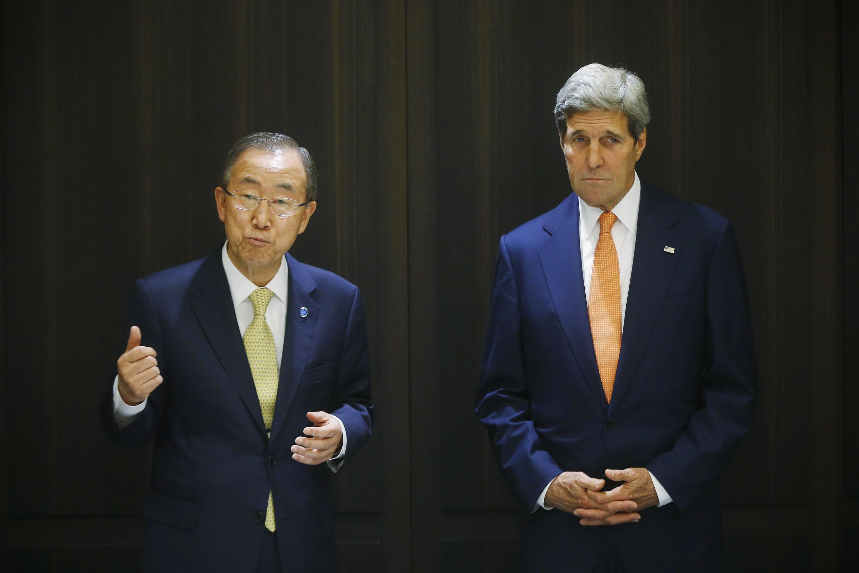 Le chef de la diplomatie américaine John Kerry (à droite) et le secrétaire général de l'ONU Ban Ki-moon à Jerusalem, le 23 juillet.