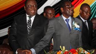 """时任津巴布韦总统穆加贝与总理茨万吉拉伊2012年10月""""共治""""时期照片"""