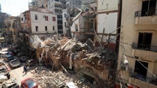 Des bâtiments endommagés dans la zone portuaire de Beyrouth suite aux l'explosion, le 5 août 2020.