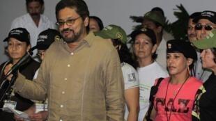 Iván Márquez, chefe da delegação da guerrilha, anuncia em Havana que o cessar-fogo vai até o dia 20 de janeiro.