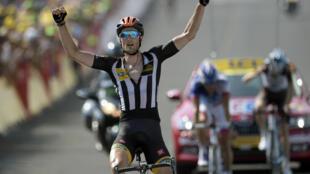O britânico Stephen Cummings venceu a décima quarta etapa da Volta a França e ofereceu a primeira vitória à MTN-Qhubeka.
