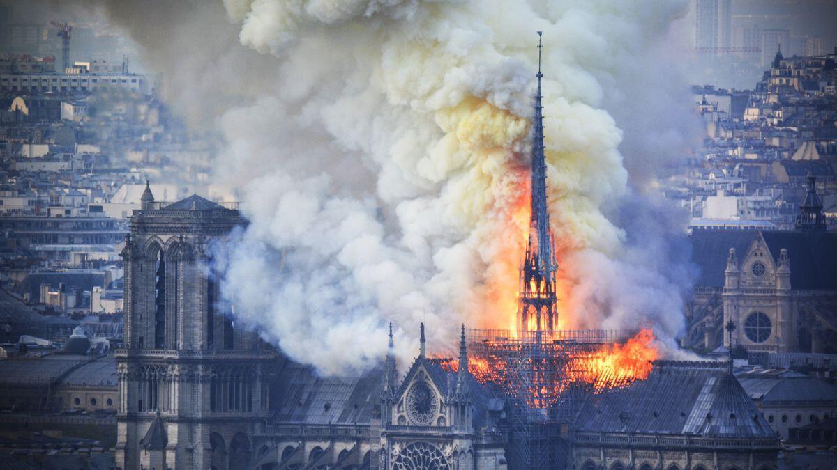آتش سوزی کلیسای نتردام