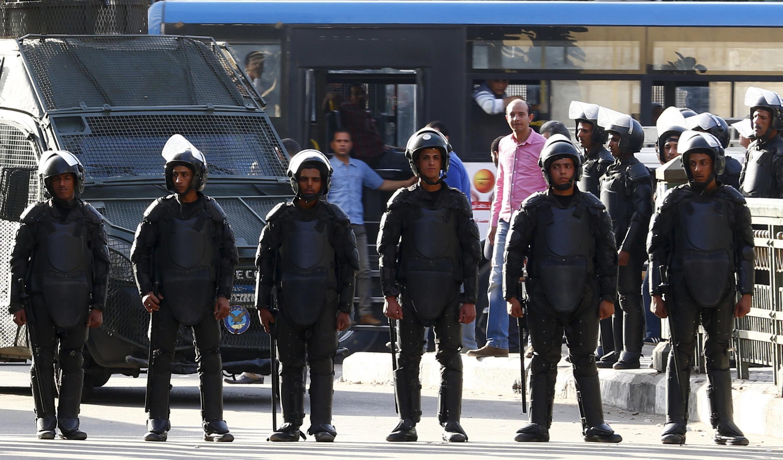 Cảnh sát Ai Cập trước một cuộc biểu tình của giới báo chí ngày 15/04/2016 tại Cairo.