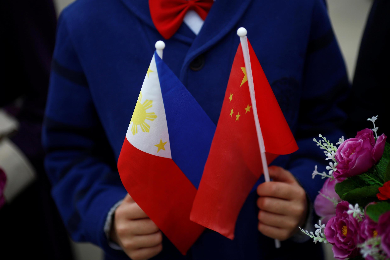 Philippines chuyển hướng ngoại giao, dựa vào Trung Quốc.