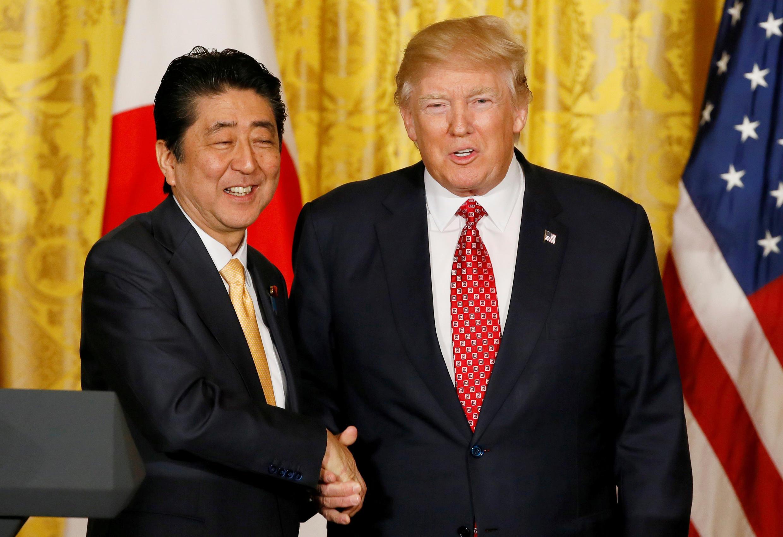 安倍與特朗普在白宮新聞發布會上 2017年2月10日