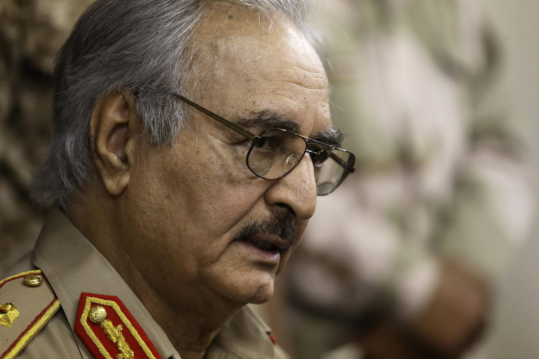 Le général Khalifa Haftar dans la ville d'Abyar, à l'est de Benghazi, le 31 Mai 2014.