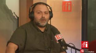 Christophe Lamarre, médecin généraliste exerçant à Roubaix, bénévole qui aide les familles de Roms expulsées.