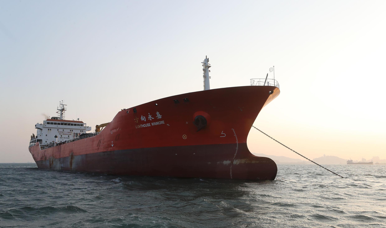 Tàu Lighthouse Winmore bị Hàn Quốc chặn giữ ở cảng Yeosu ngày 24/11/2017.