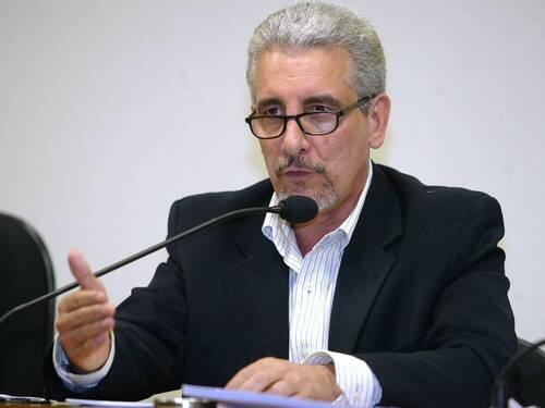 O ex-diretor de Marketing do Banco do Brasil, Henrique Pizzolato, pode escapar de cumprir pena no Brasil se permanecer na Itália.