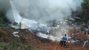 Destroços do avião da Air India Express em Mangalore.