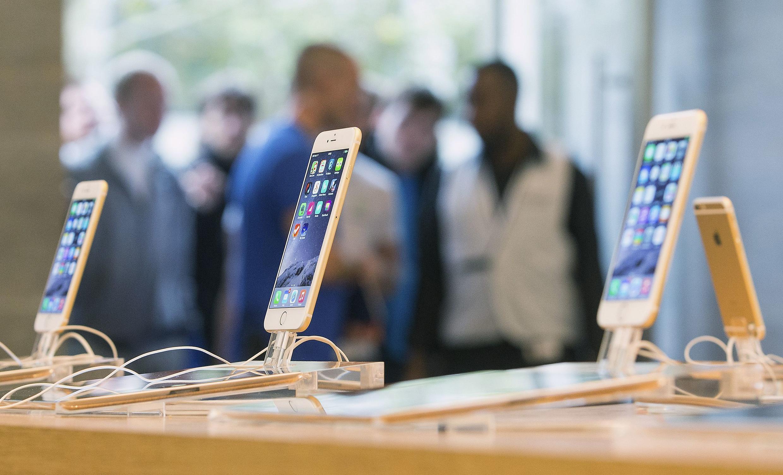 មនុស្សបន្តកន្ទុយគ្នារងចាំចូលទិញ iphone 6 នៅថ្ងៃបើកលក់ដំបូង នៅក្រុងប៊ែកឡាំង កាលពីថ្ងៃ១៩ កញ្ញា ២០១៤