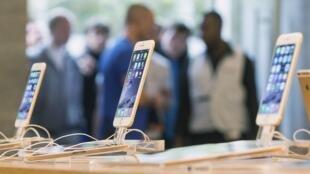 Fila em uma loja da Apple para compra do iPhone 6 em Berlim. 19 de setembro de 2014.