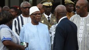 Les administrations des présidents malien Ibrahim Boubacar Keïta (à g.) et burkinabè Rock Marc Christian Kaboré prennent des mesures pour protéger les chefs de l'État. (Image d'illustration)