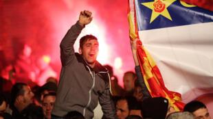 Những người dân Macedonia ủng hộ đảng Dân Chủ Xã Hội, ngày 11/12/2016.