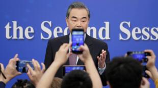中國外長王毅表示中國政府支持華為起訴美國政府2019年3月8日北京人大會堂