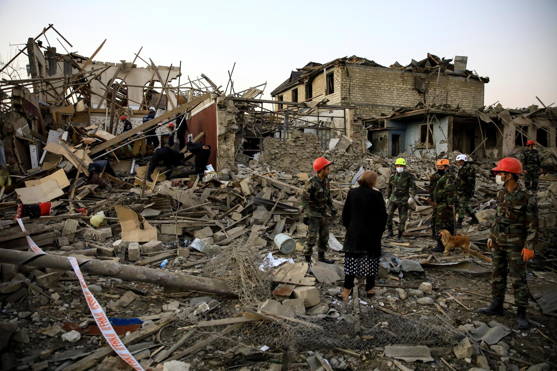 Спасательные работы в Гяндже, Азербайджан, 17 октября 2020