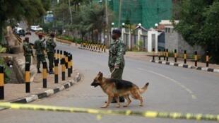 A área do shopping Westgate em Nairóbi foi cercada pelo exército queniano.
