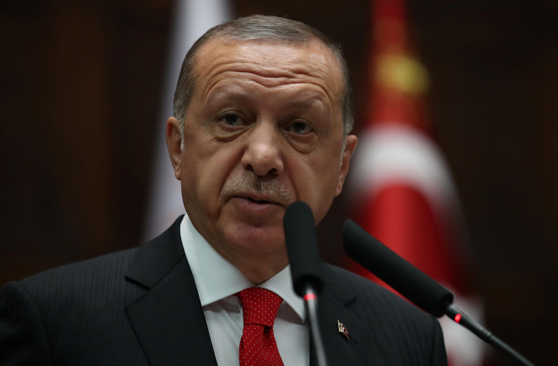 Le président Erdogan lors d'une séance au Parlement s'adresse aux membres de son parti AKP, le 7 juillet 2018, à Ankara.