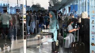 Le vol affrété par la France à l'aéroport de Kaboul