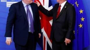 Thủ tướng Anh Boris Johnson (T) và chủ tịch Ủy Ban Châu Âu Jean-Claude Juncker họp báo tại Bruxelles ngày 17/10/2019 sau khi đạt được thỏa thuận về Brexit.