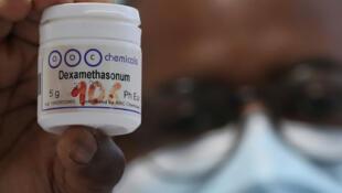 La dexaméthasone est un corticoïde anti-inflammatoire.