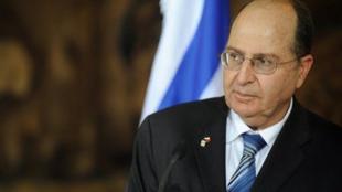 موشه یعلون، مسئولیت وزارت دفاع را در کابینۀ تازۀ بنیامین نتانیاهو رسماً به عهده گرفت
